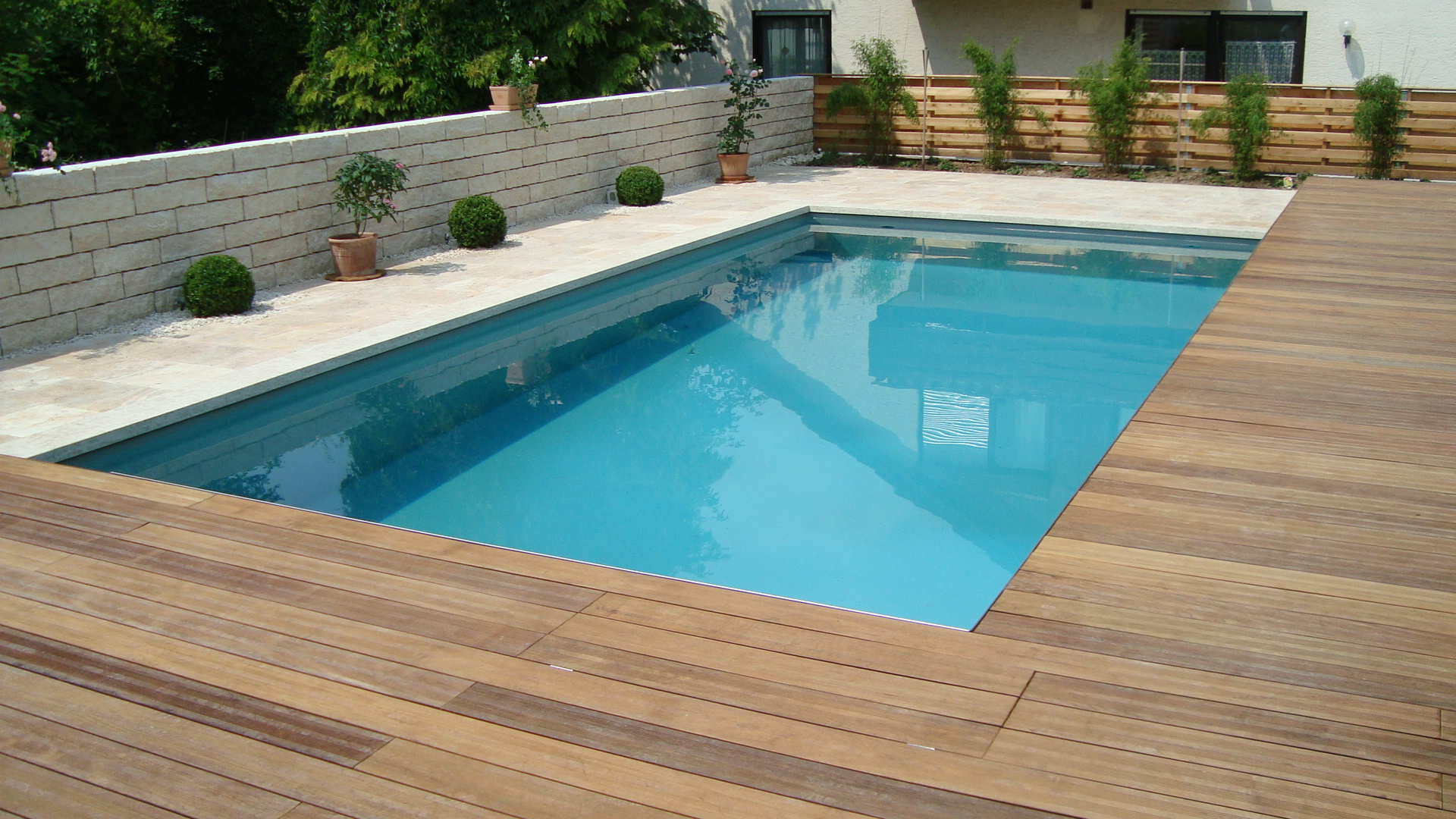 pool im garten gestalten mit holz. Black Bedroom Furniture Sets. Home Design Ideas